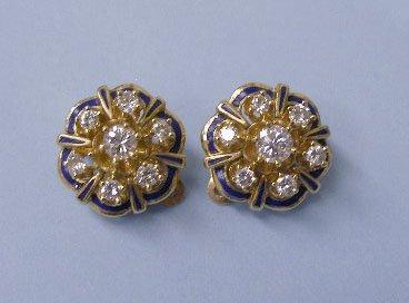 3055: Gold clip earrings