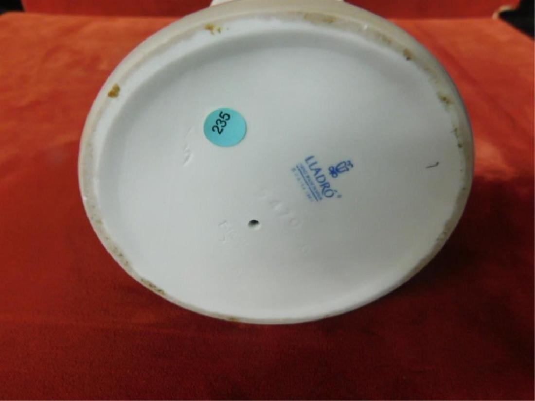 Lladro Porcelain Tea Time Figure - 3