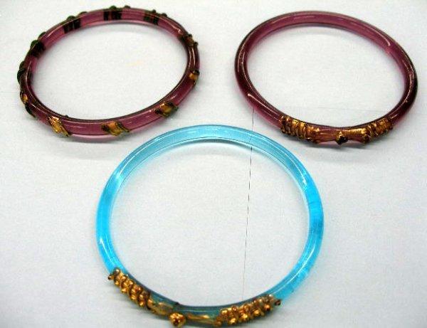 5016: Glass bangle bracelets