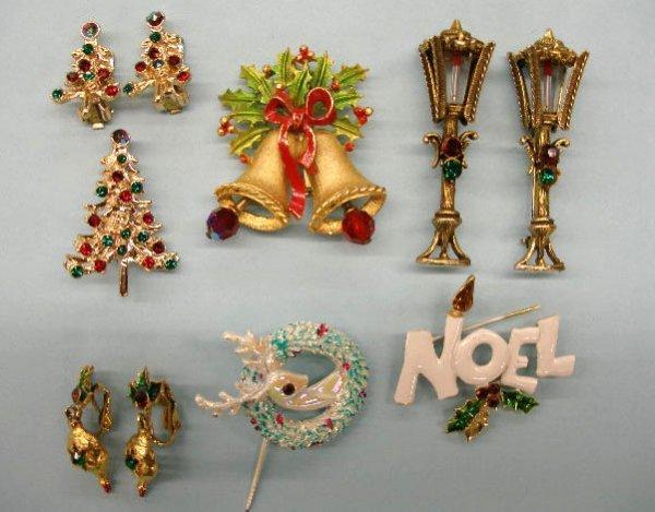 5019: Christmas pins