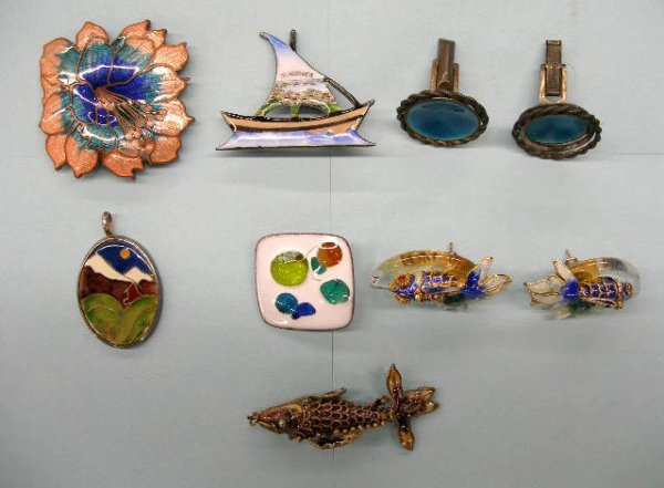 5022: Pins, drops, earrings, and cufflinks