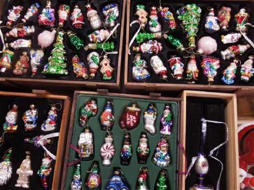 - 6 Sets Thomas Pacconi Christmas Ornaments