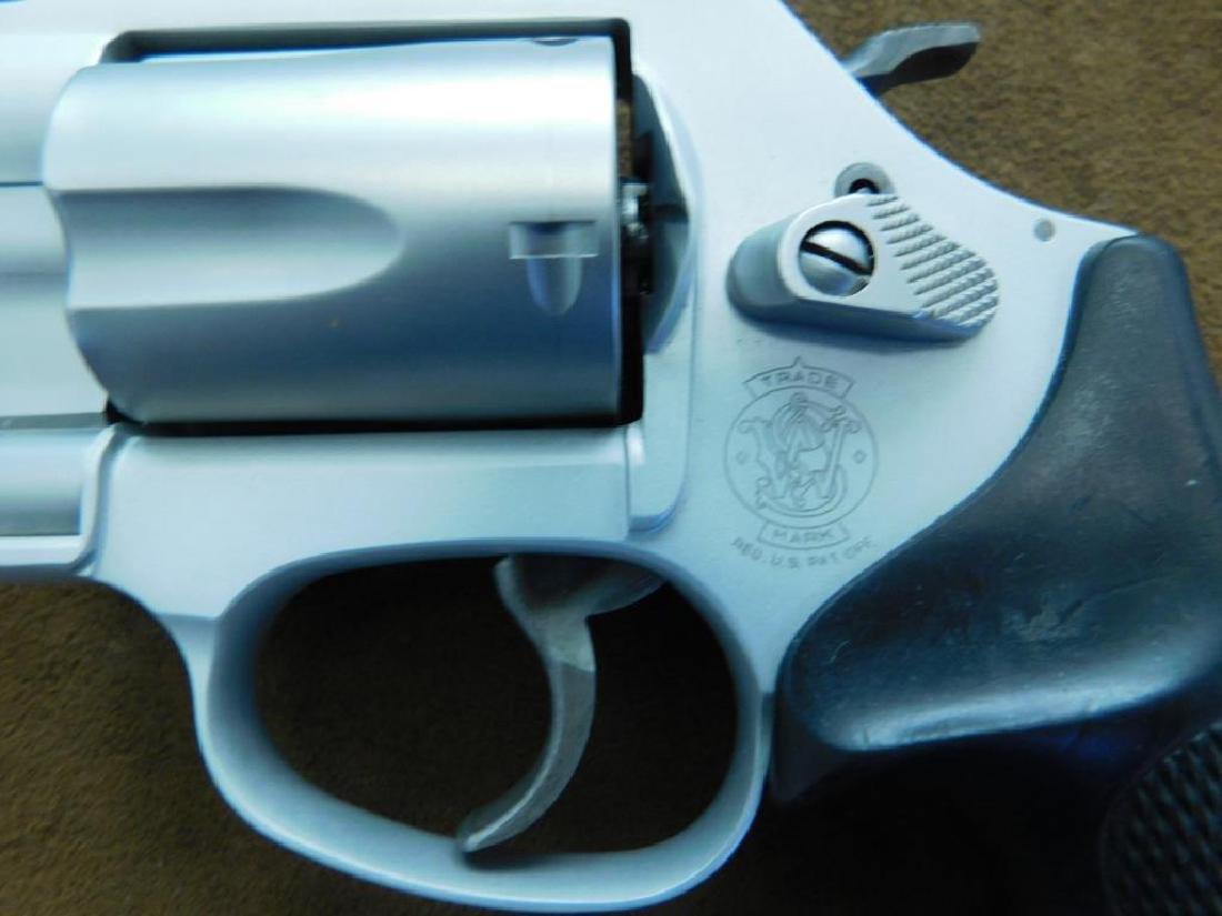 Smith & Wesson .38 SPL + P Revolver - 9