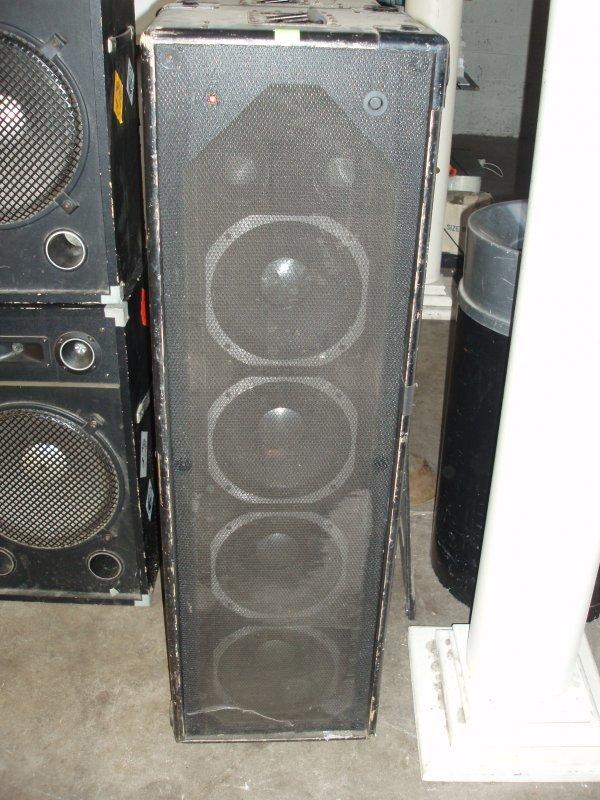 1001: JBL Speakers