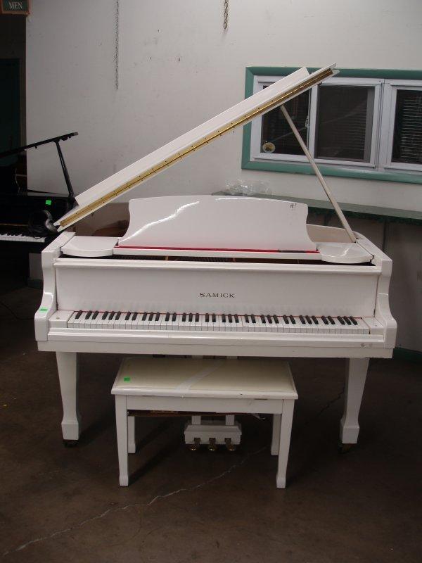 1017: Samick Baby Grand Piano