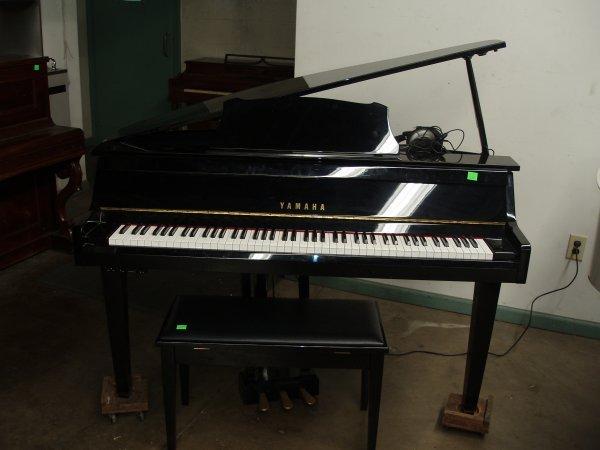 1018: Yamaha Electric Piano