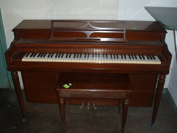1019: Hallet & Davis and Co. Spinet Piano