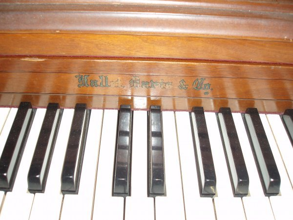 1019: Hallet & Davis and Co. Spinet Piano - 2