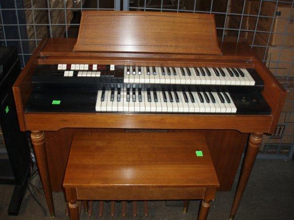 1021: Lowrey electric organ