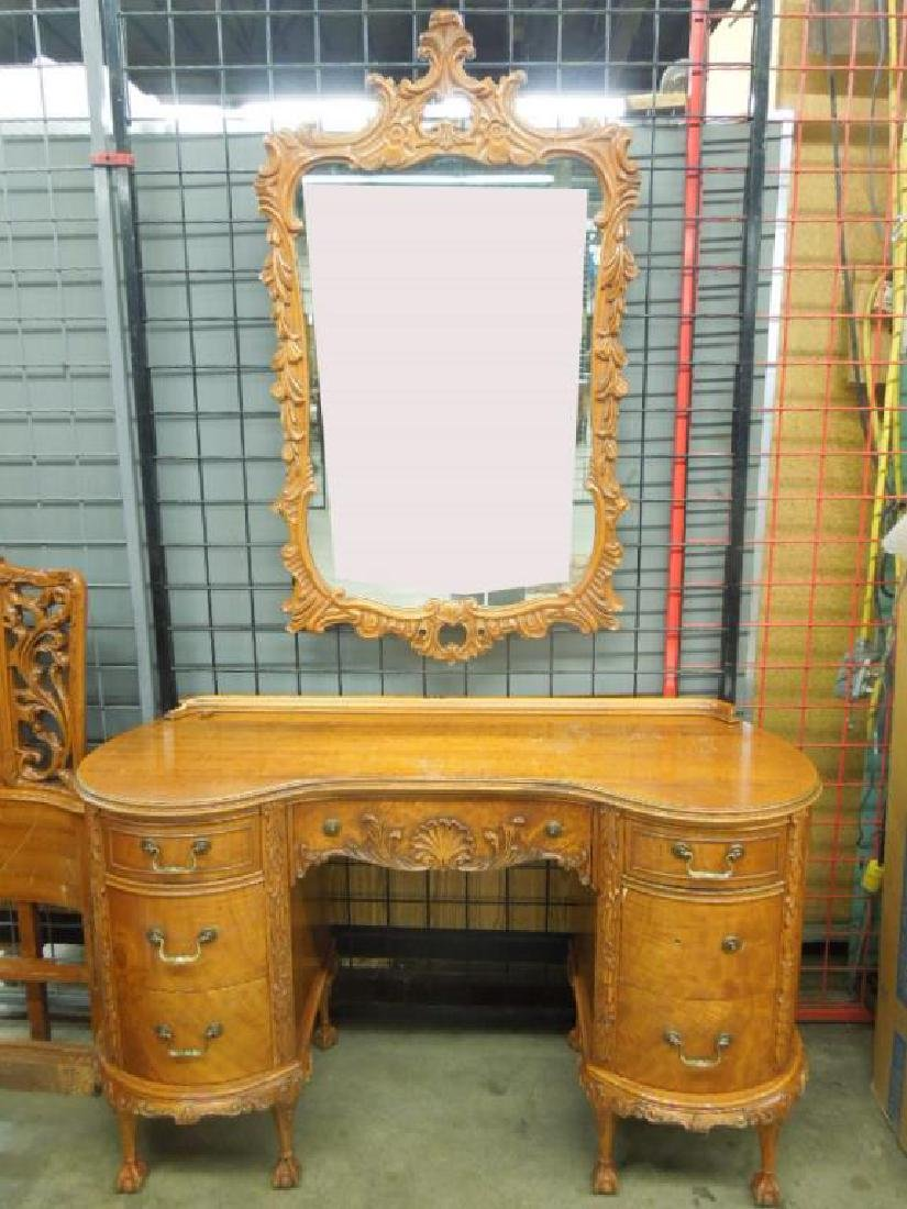 Stylized Chippendale 7 pc Bedroom Set - 2