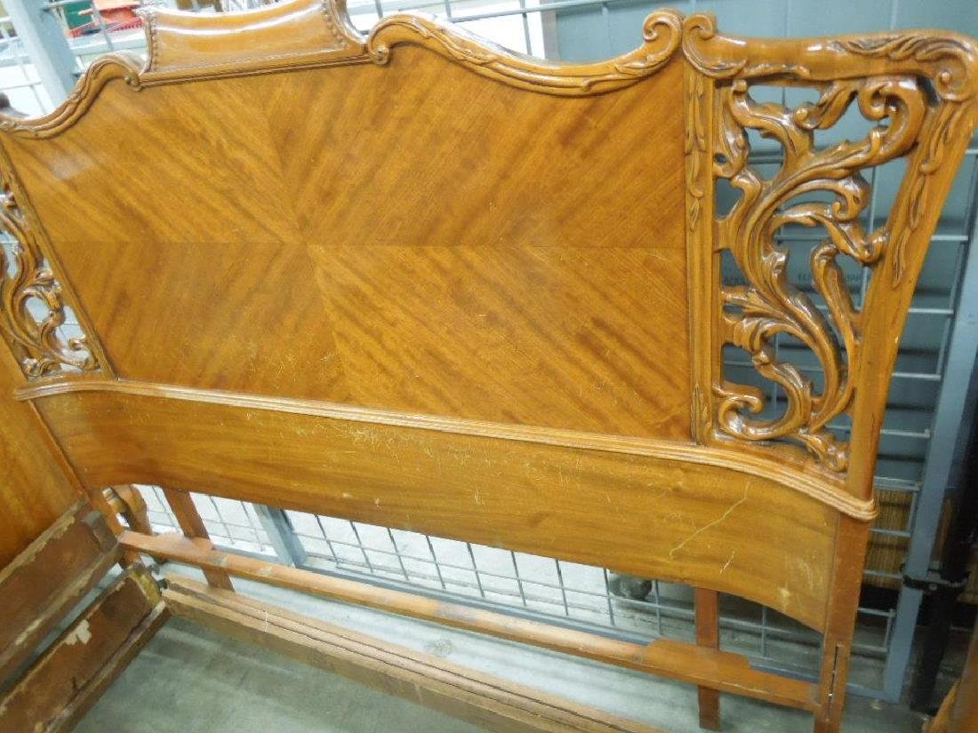 Stylized Chippendale 7 pc Bedroom Set - 6
