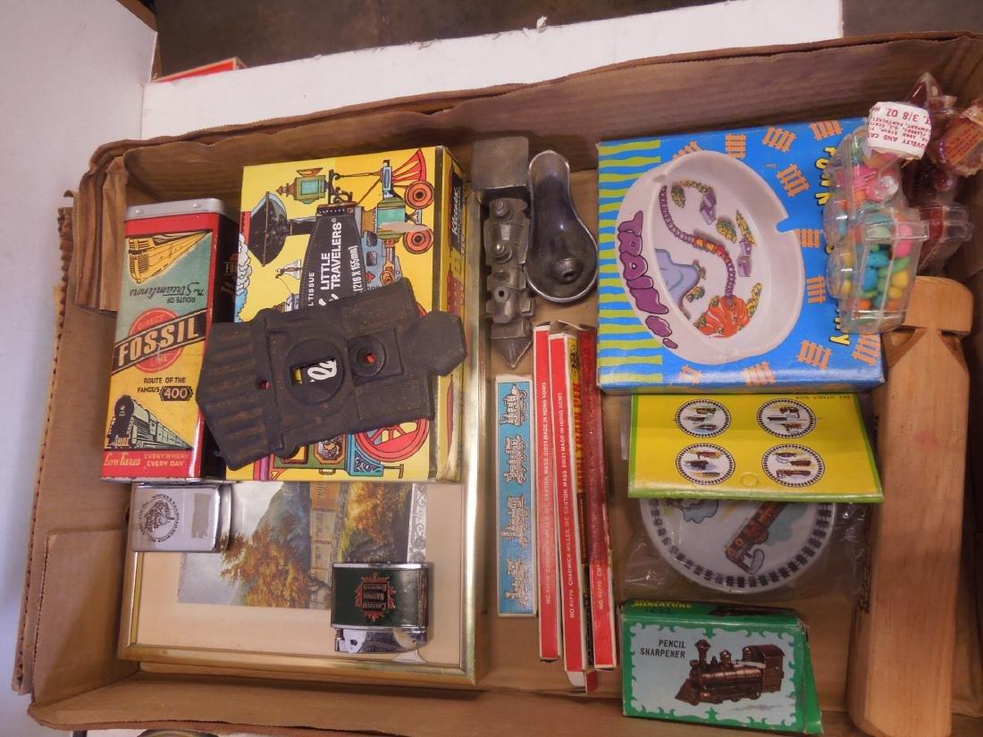 Lot Train Associated Items - 2