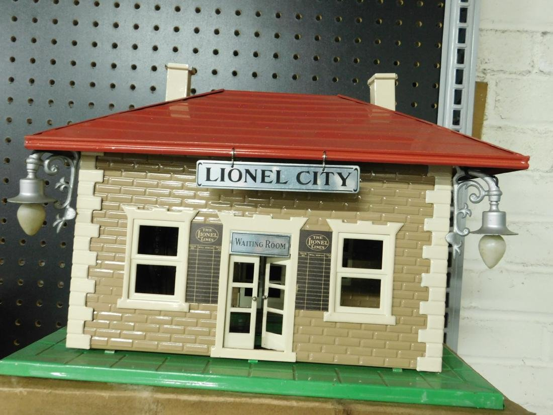 Lionel Prewar Tin Train Station - 2