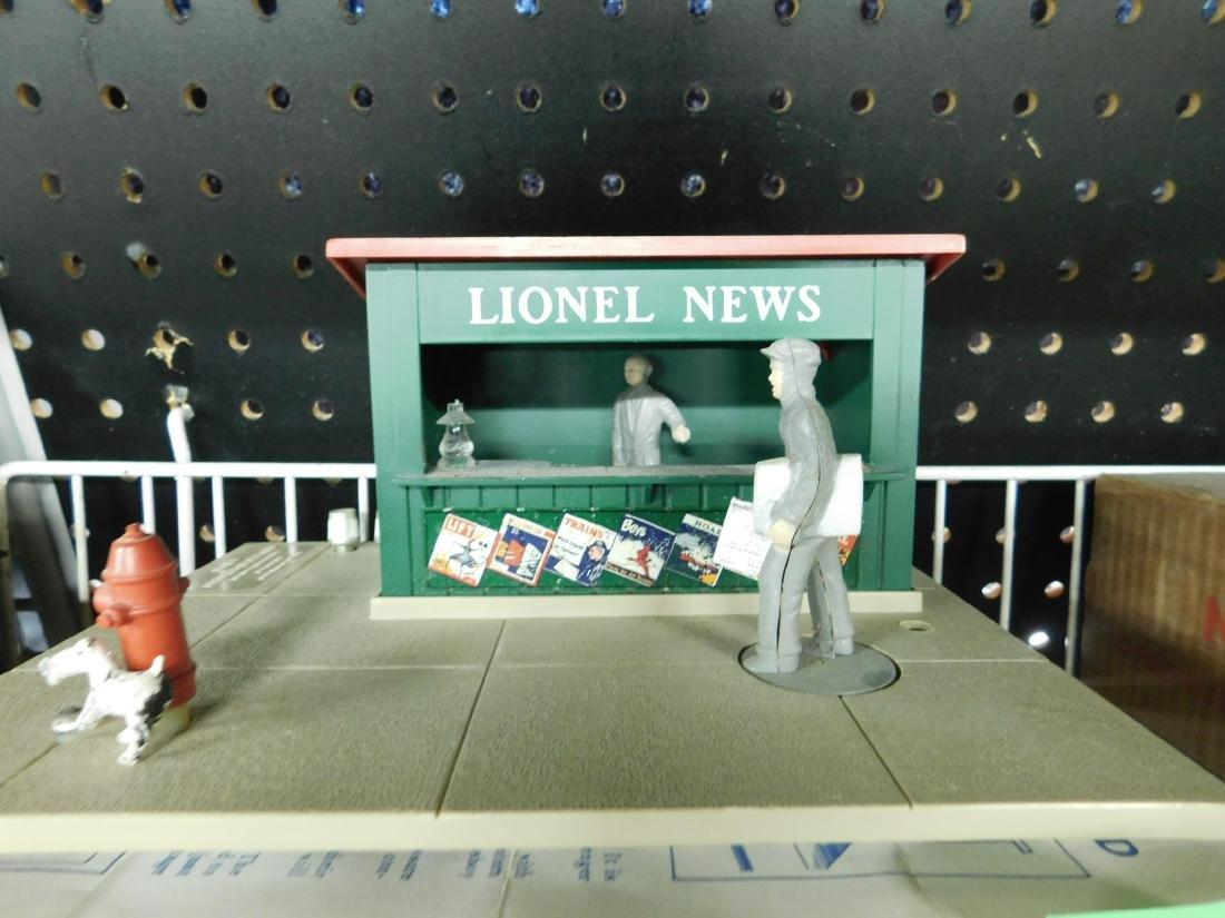 Postwar Lionel Animated Newsstand in Box