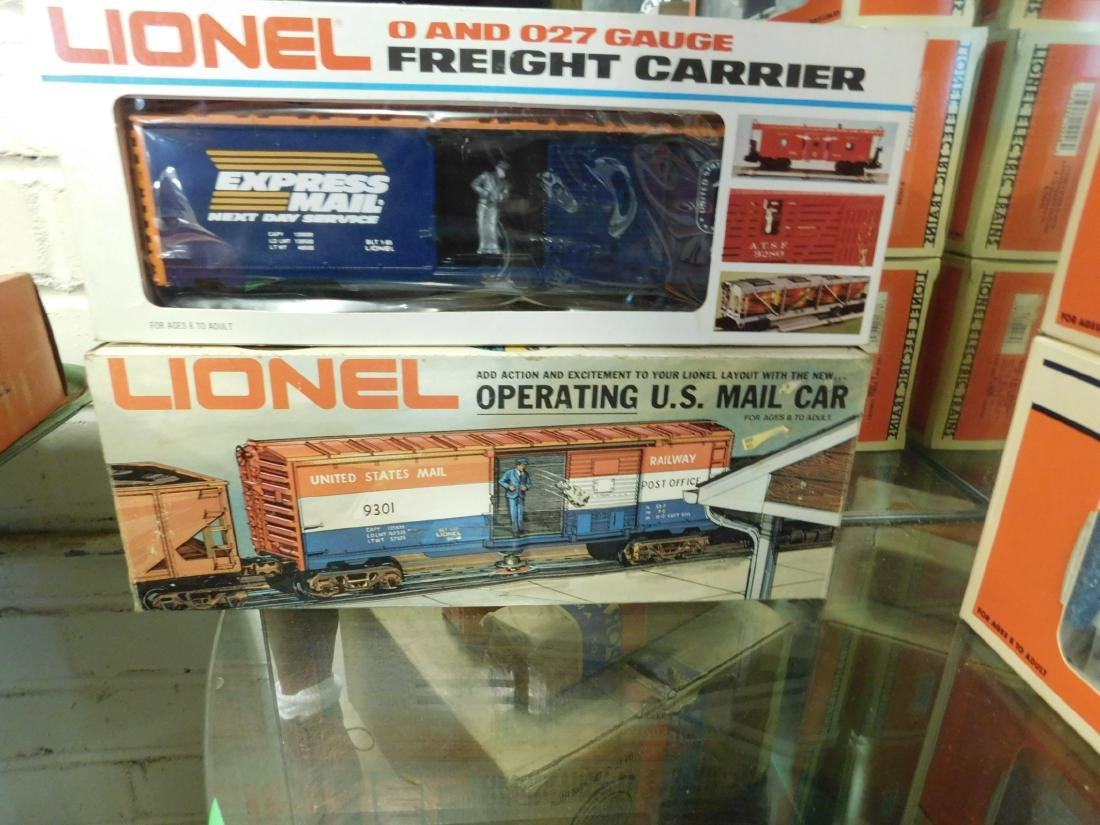 2 Lionel Operating Train Cars