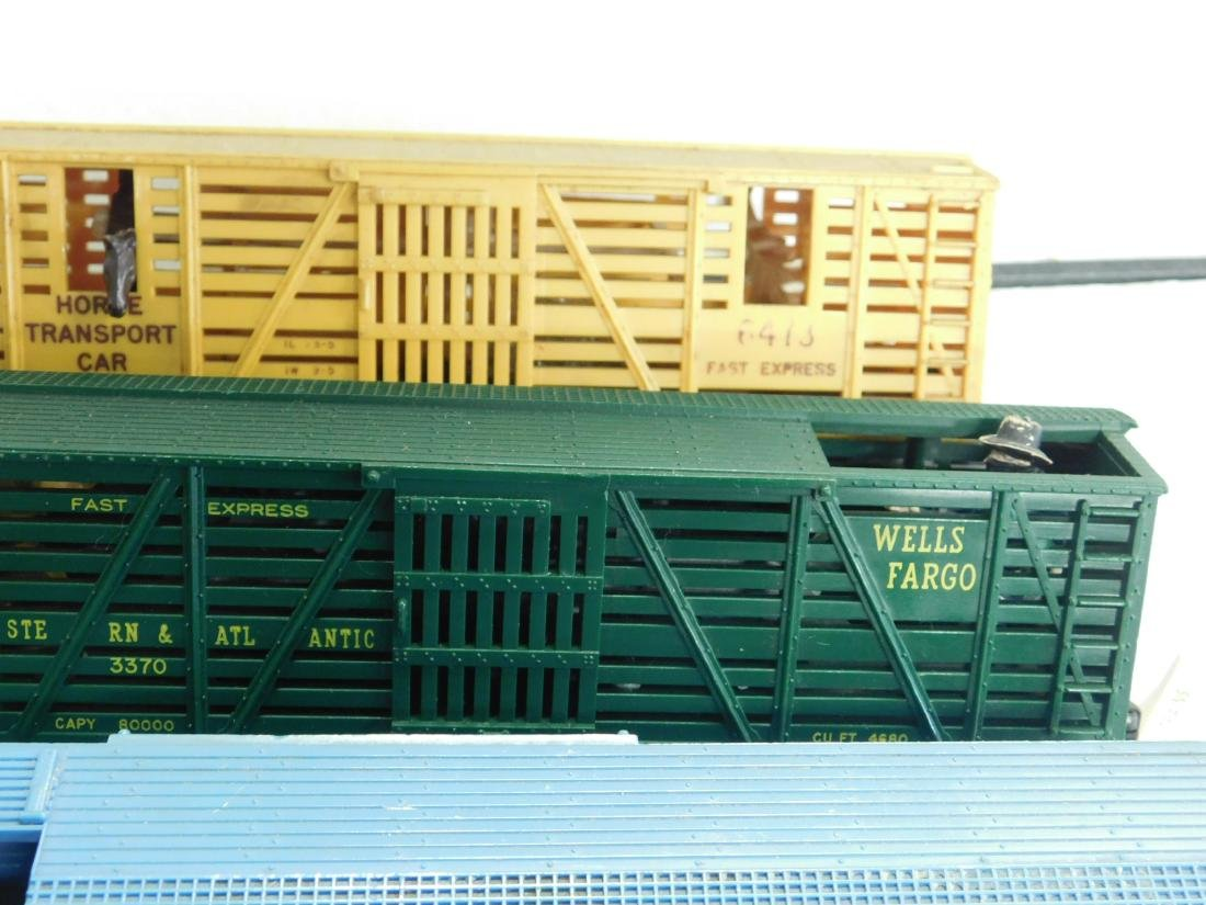5 Lionel Postwar Operating Box Cars - 5