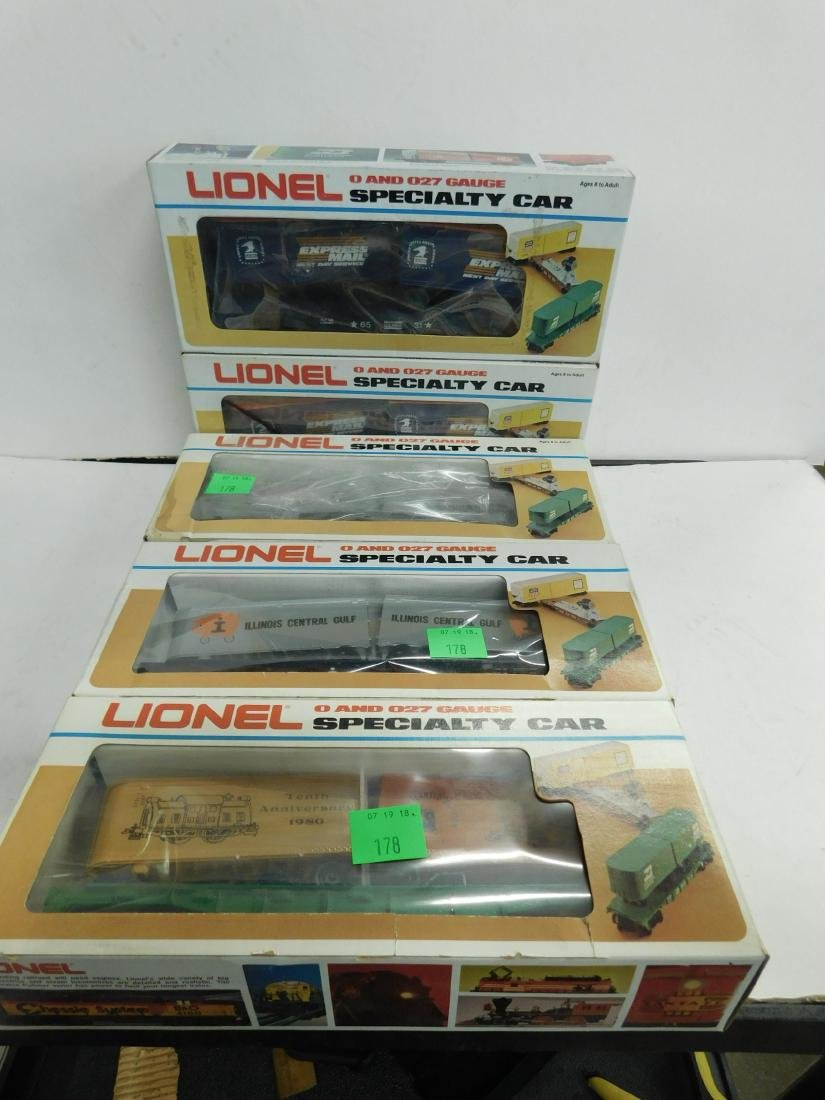 5 Lionel Specialty Train Cars in Boxes
