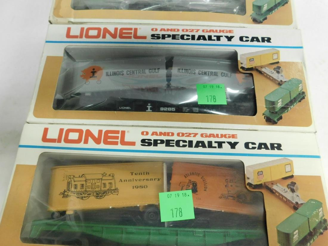 5 Lionel Specialty Train Cars in Boxes - 2