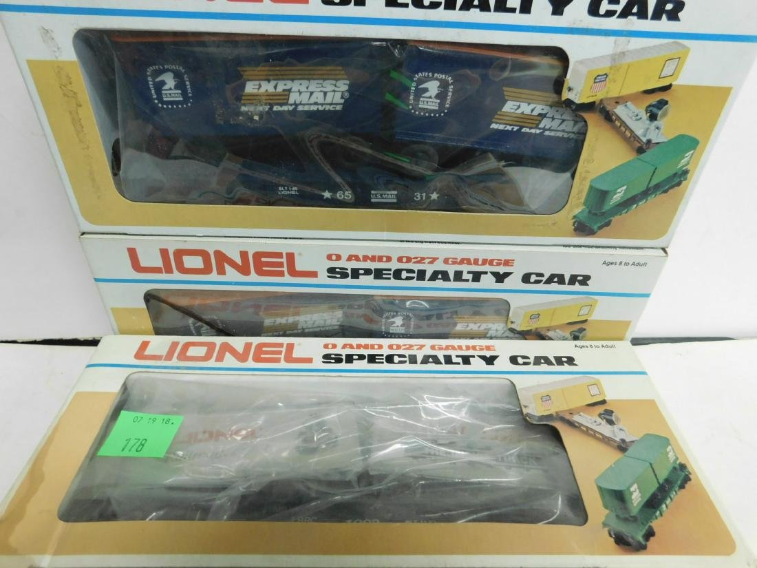 5 Lionel Specialty Train Cars in Boxes - 4
