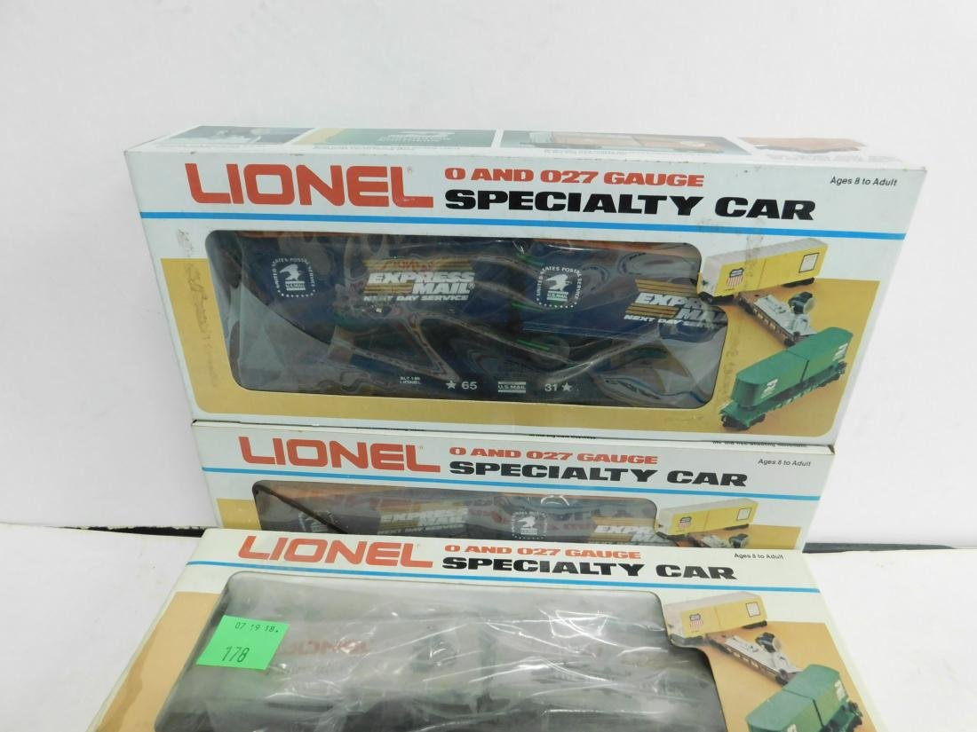 5 Lionel Specialty Train Cars in Boxes - 5