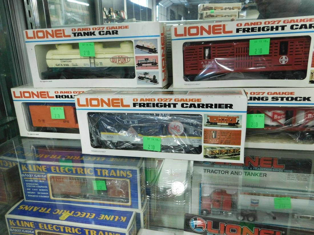 5 Lionel Rolling Stock & Other Train Cars