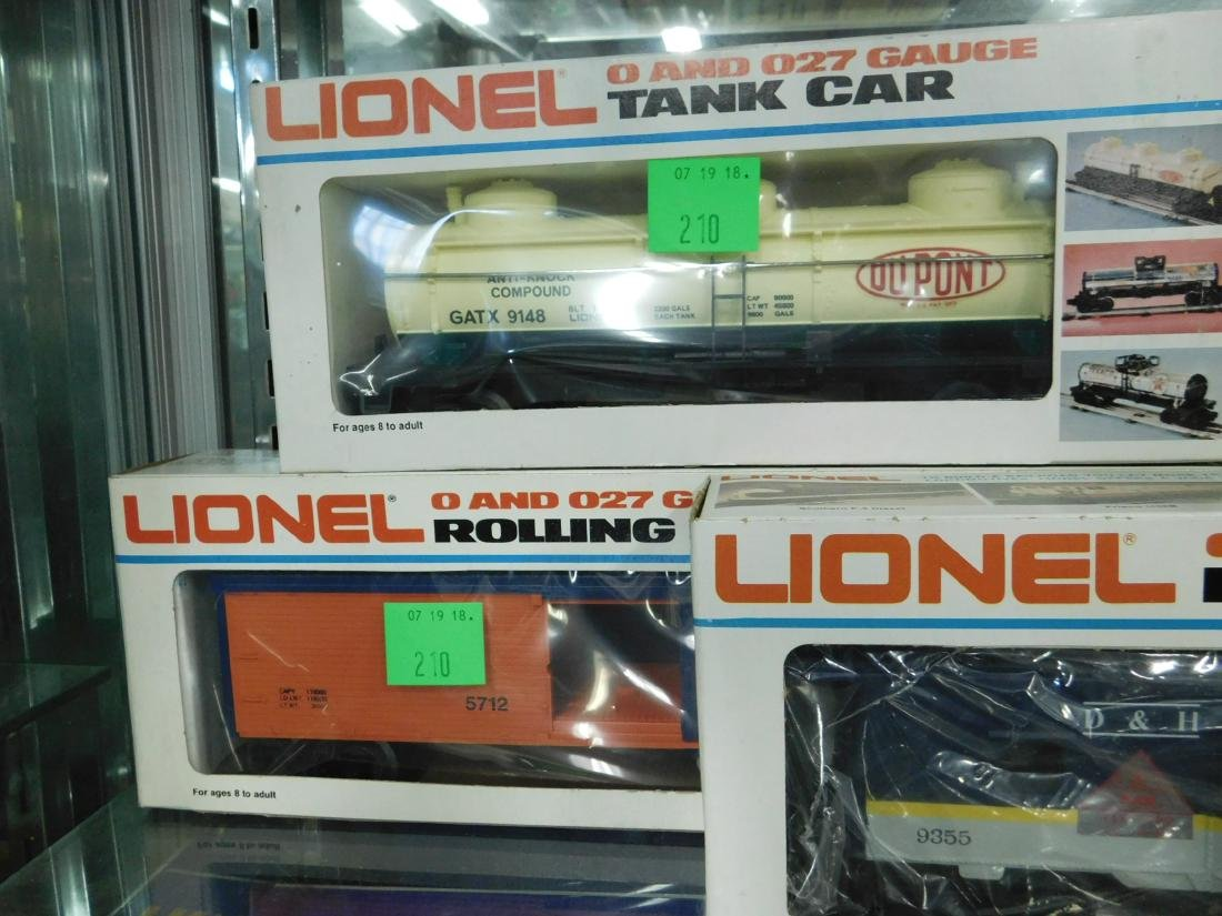 5 Lionel Rolling Stock & Other Train Cars - 4
