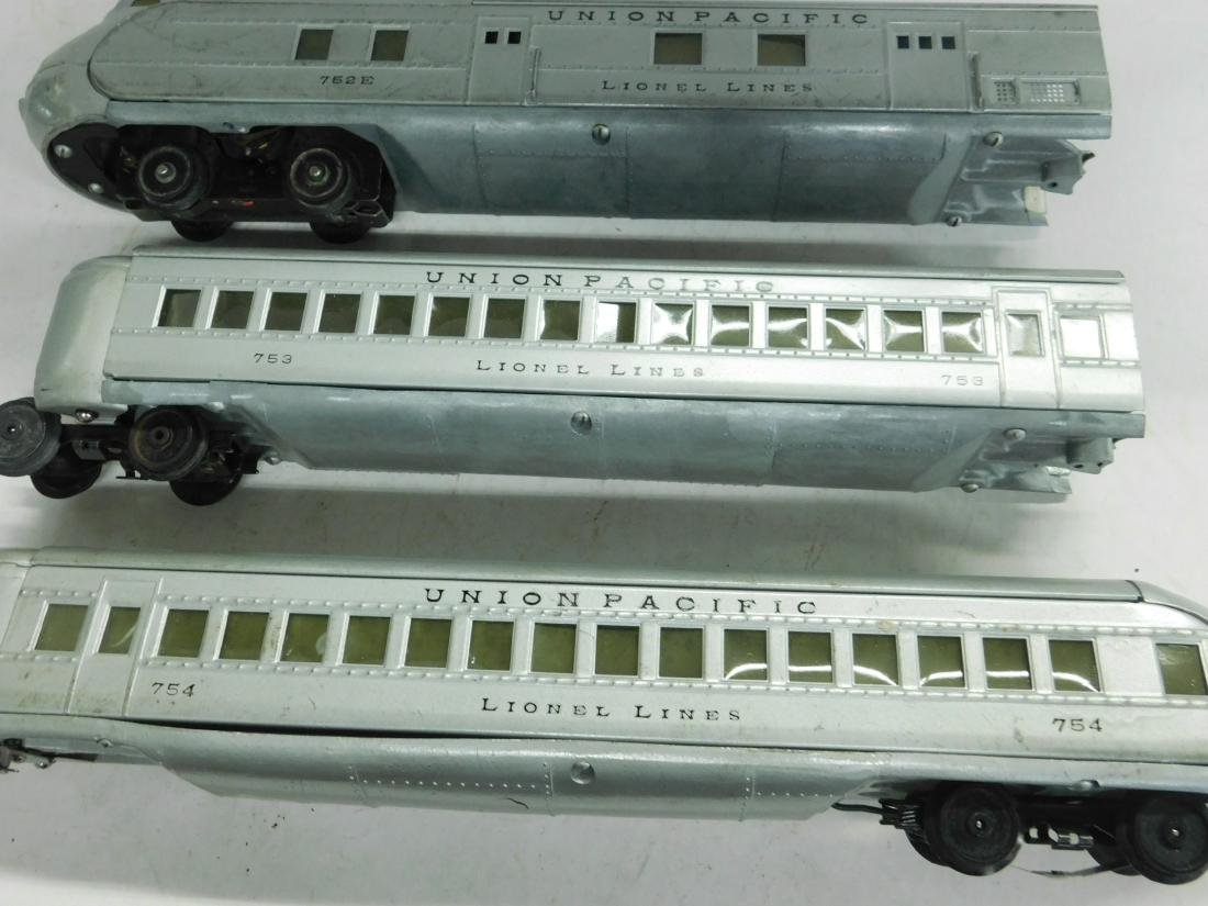 Lionel Lines Prewar 3 Piece Streamline Train Set - 2