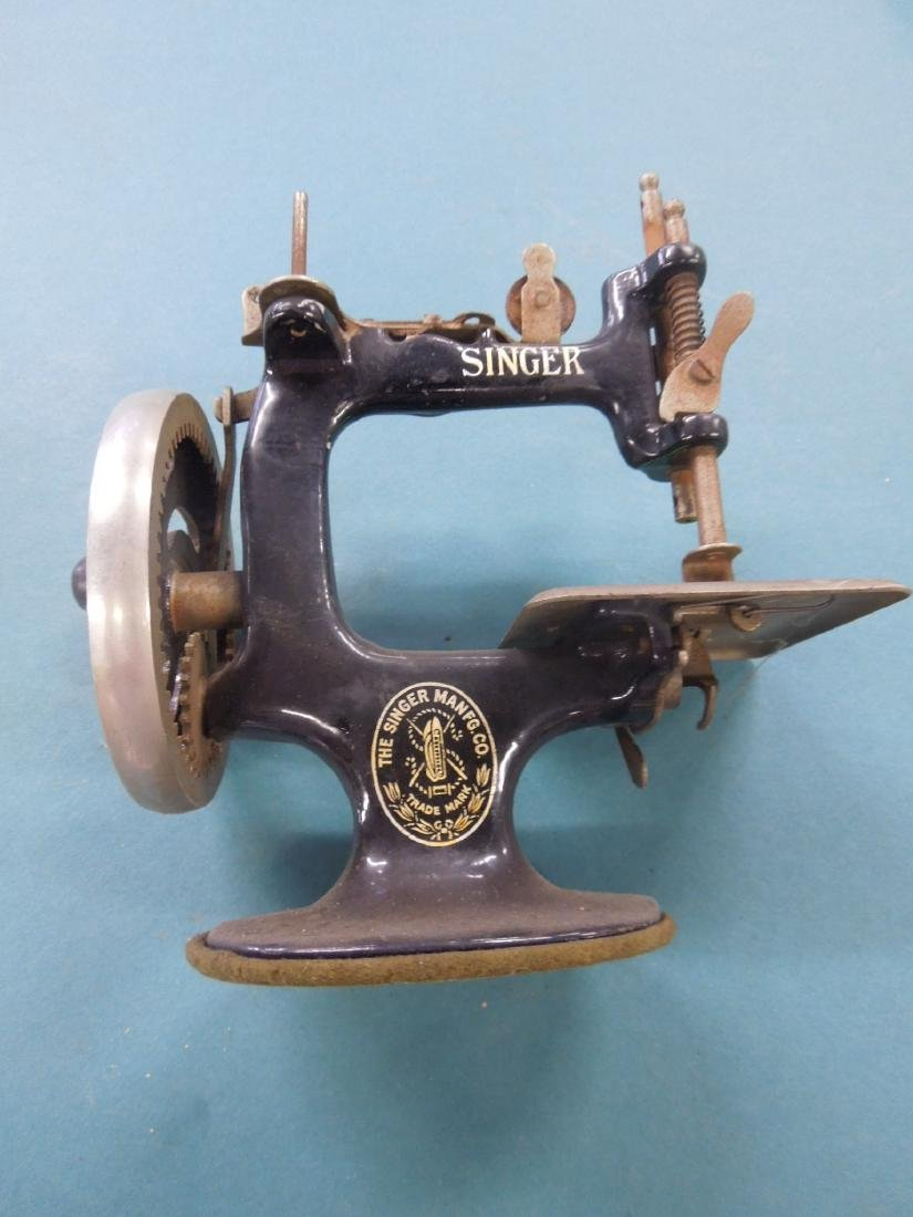 Singer Tabletop Child's Sewing Machine - 2