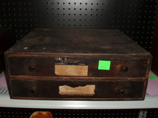 1089: 1940's wood salesman's sample chest