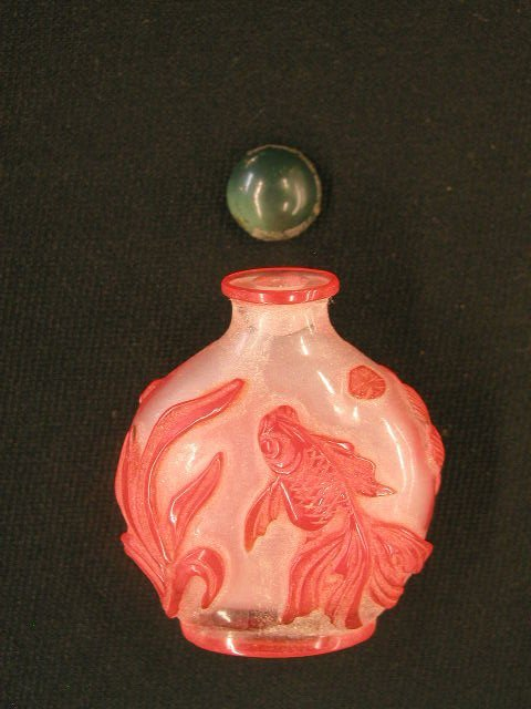 3013: Chinese overlay glass snuff bottle