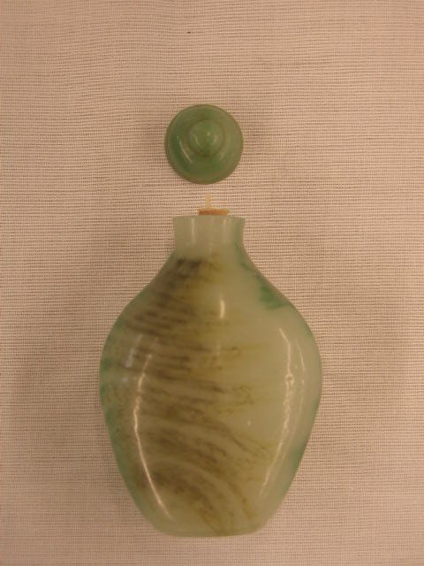 3014: Chinese overlay glass snuff bottle