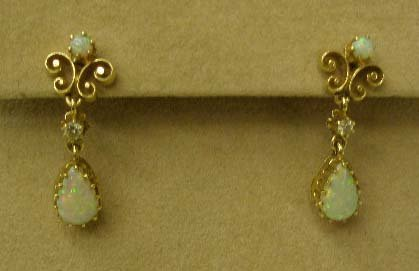 1084: Pr 14k yg pierced earrings