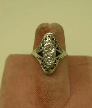 1088: 18k wg Deco filigree ring