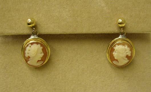 1091: Pr 18k cameo drop earring