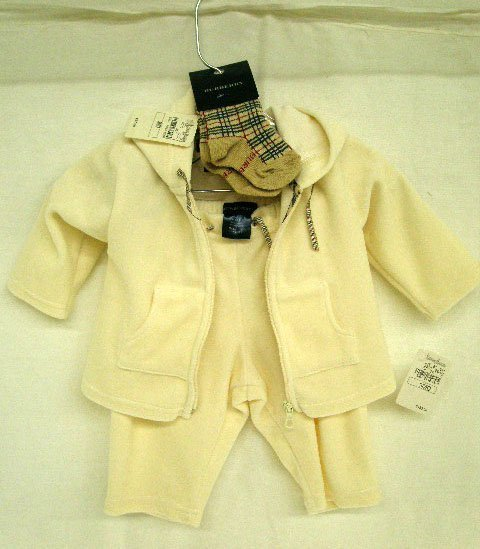 1002: Burberry infant's outfit