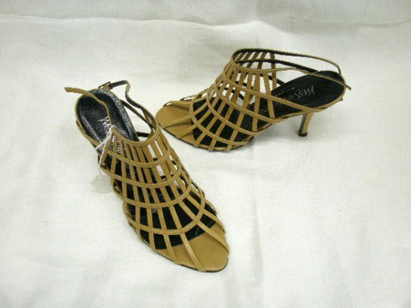 1020: Yves Saint Laurent stiletto heel shoes w/tan leat