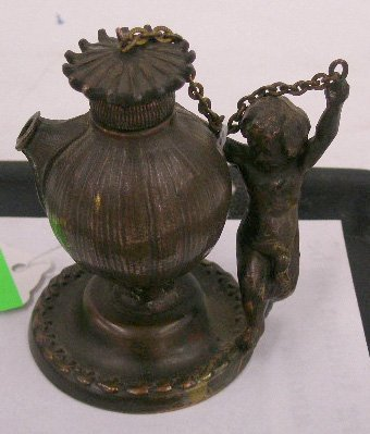 1001G: Vintage gilt metal oil lamp