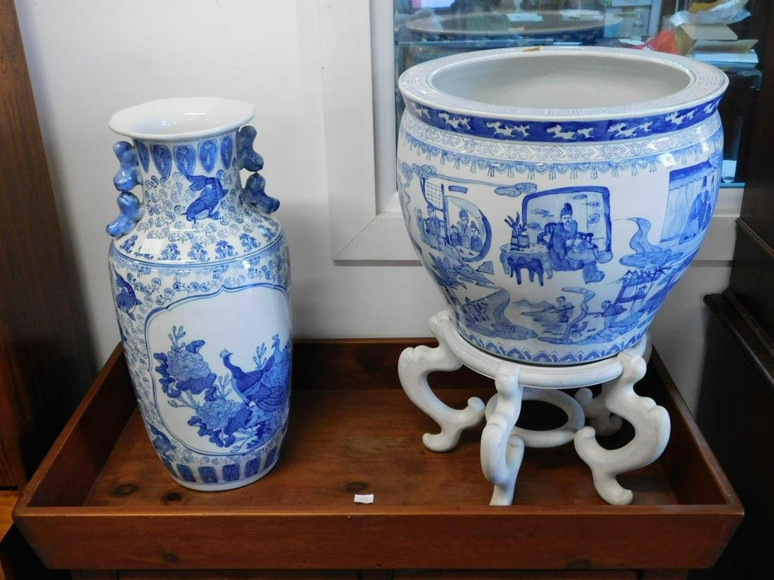2 Chinese Porcelain Pieces
