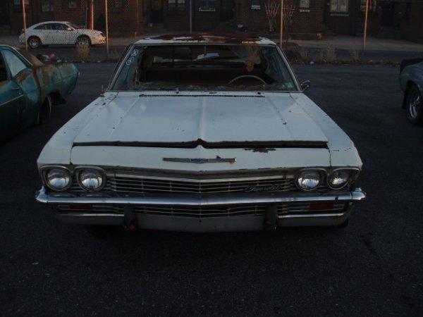 1006: 1965 Chevrolet Biscayne sedan
