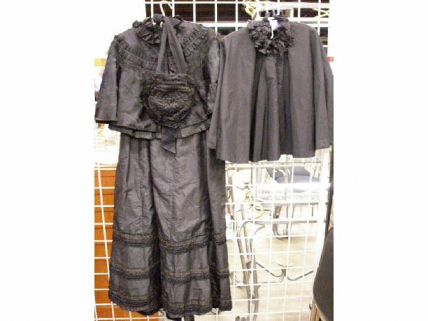 3001: Victorian mourning clothing