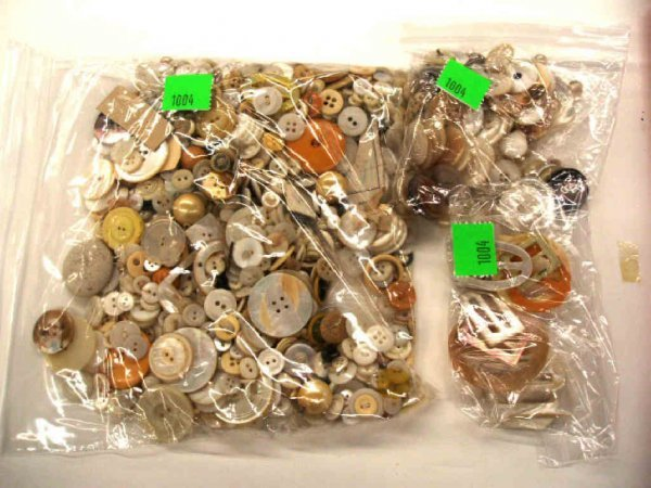 1004: Late 19th to mid 20th C. buttons & buckles