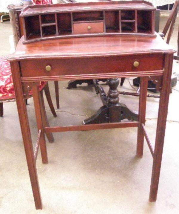 1017: Chinese Chippendale Style Lady's Writing Desk