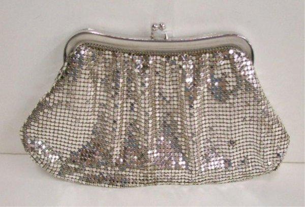 "1103: ""Whiting & Davis"" silver mesh evening bag"