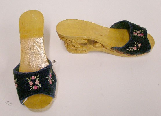 1105: Philippines' hand carved wooden platform shoes