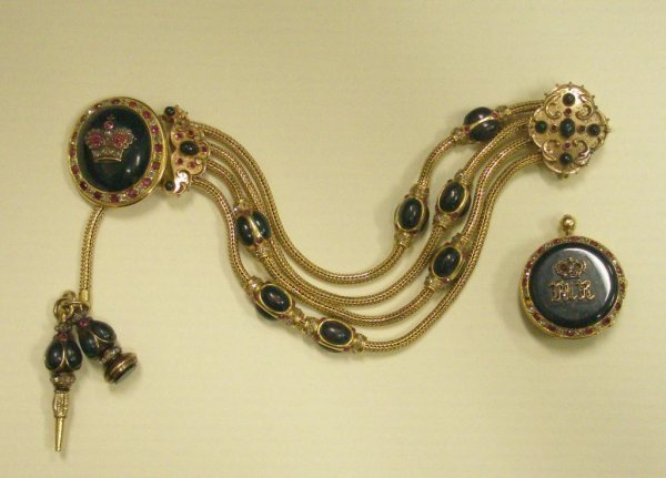 1062: Rare French 18k Chatelene Brooch