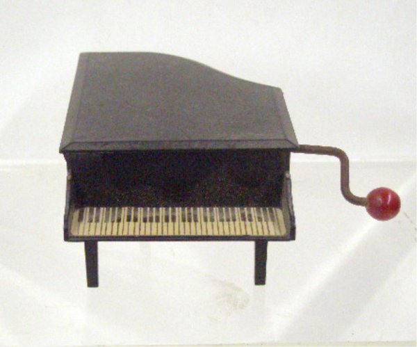 2010: Breitler Piano Form Music Box