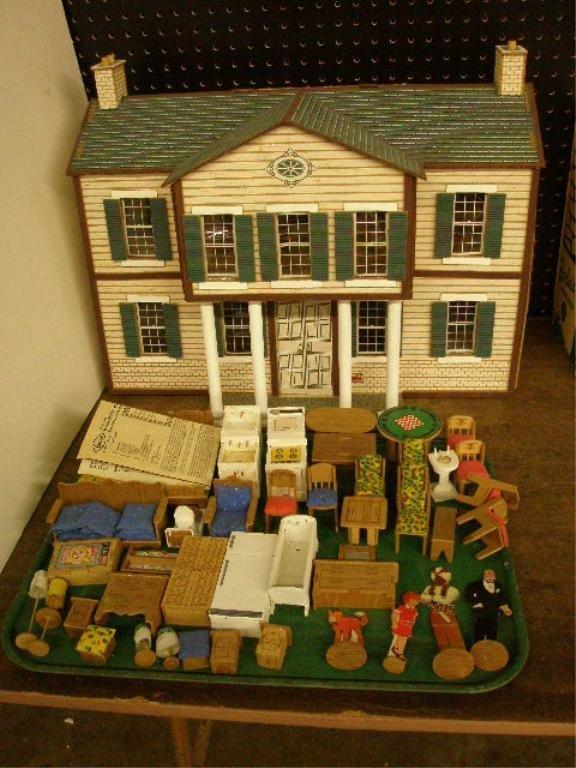 1006: 1980's Little Orphan Annie Dollhouse