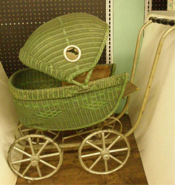 1007: 1930's Child's Wicker Doll Carriage