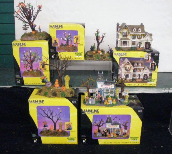 1008B: K Line Spooky Town Collection Displays