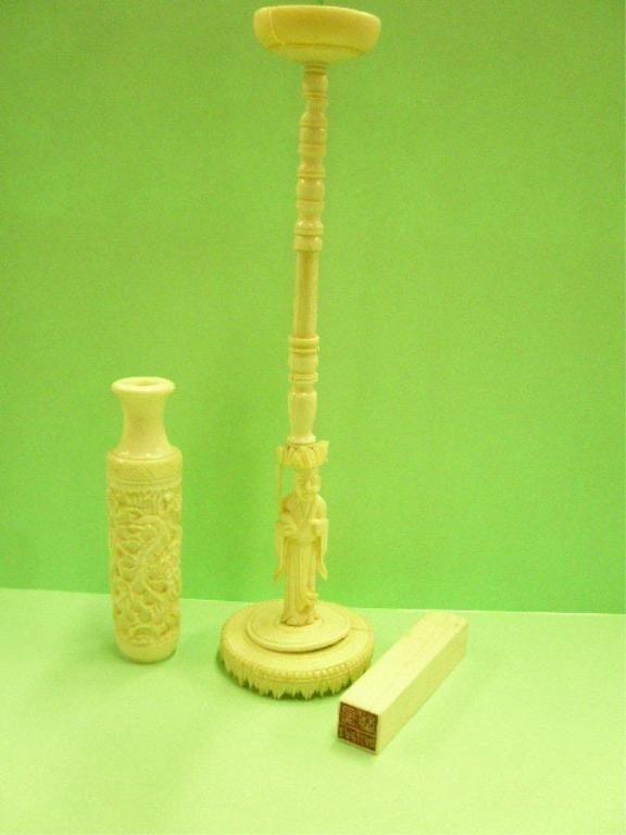 1012: Chinese Ivory Vase